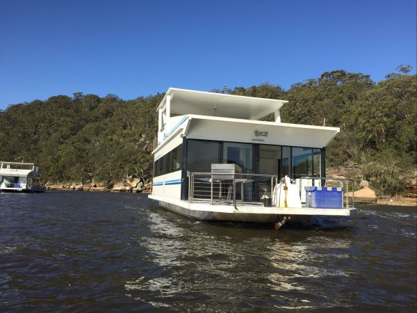 Luxury Afloat Hawkesbury River and Brooklyn