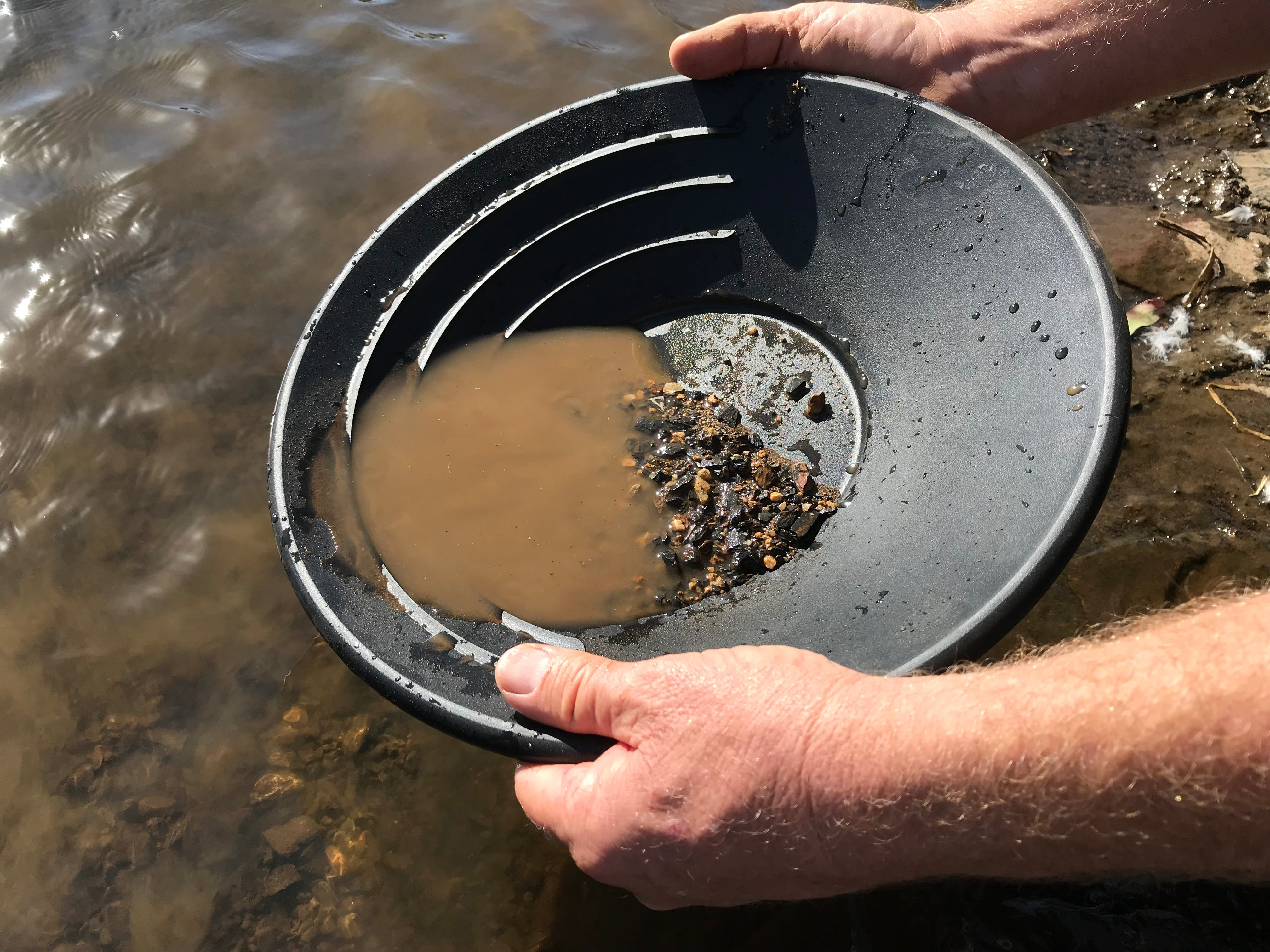 Tuena Panning for Gold